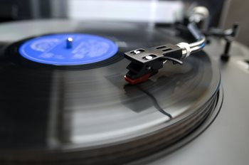 803dc5501a2 A standard 12-inch record usually weighs 120–150 grams